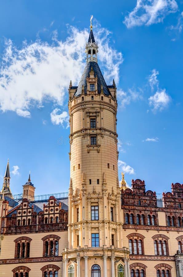 Palácio de Schwerin no estilo romântico da arquitetura do Historicism imagens de stock
