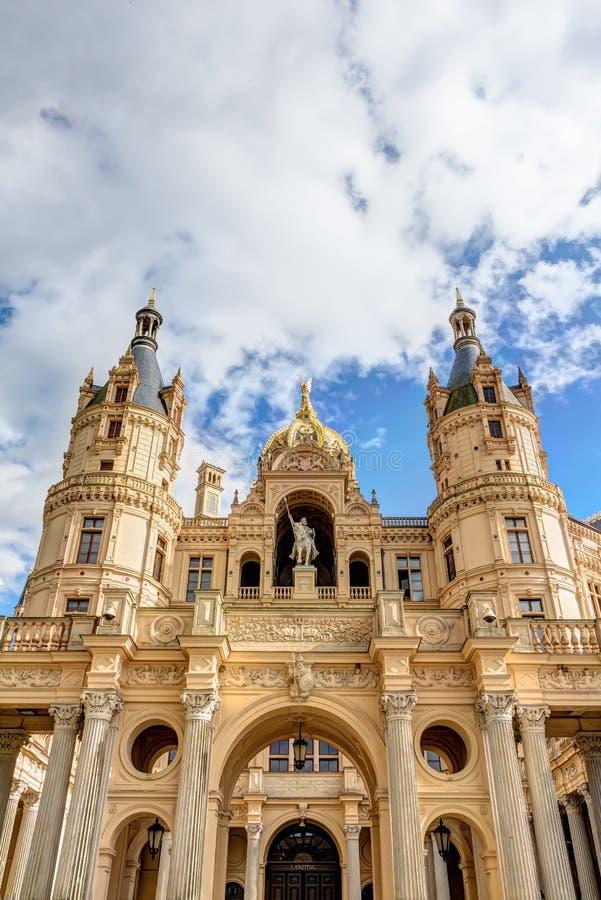 Palácio de Schwerin no estilo romântico da arquitetura do Historicism fotos de stock royalty free