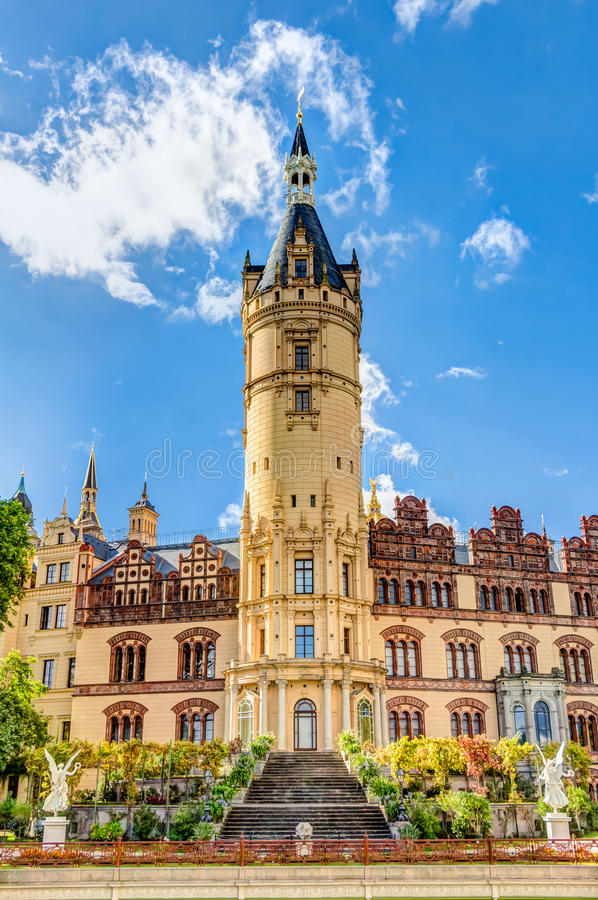 Palácio de Schwerin no estilo romântico da arquitetura do Historicism imagens de stock royalty free