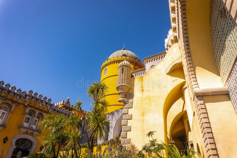 Palácio a Dinamarca Pena sobre o monte Sintra, Lisboa imagem de stock royalty free