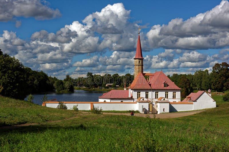 Palácio do convento em Gatchina perto de St Petersburg, Rússia foto de stock royalty free