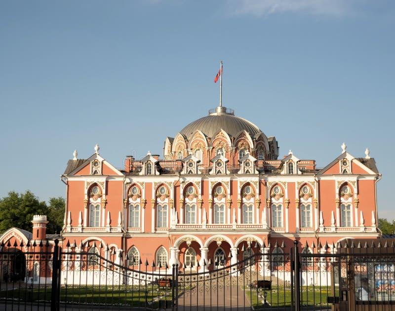 Palácio do curso de Petrovsky em Leningradsky Prospekt em Moscou imagens de stock