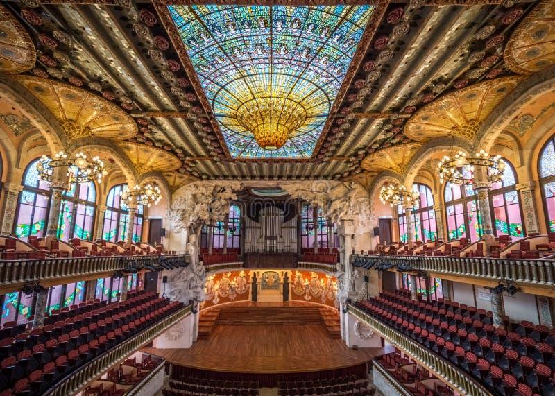 Palácio do interior Catalan da música foto de stock