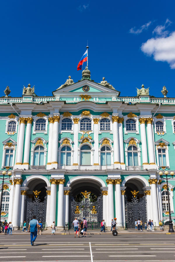 Palácio do inverno (porta e fronton) imagem de stock royalty free