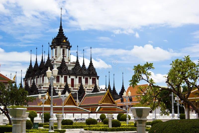 Palácio do metal de Loha Prasat em Banguecoque Tailândia imagem de stock