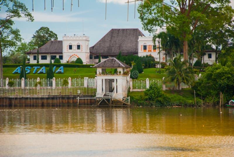 Palácio do ` s de Astana, ou de regulador, situado em Kuching na província de Sarawak, na ilha de Bornéu e no país de Malásia fotografia de stock