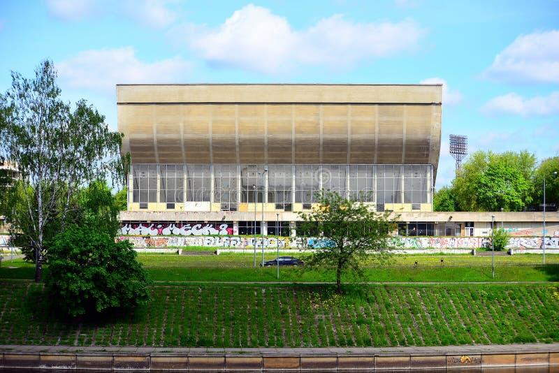 Palácio dos concertos e dos esportes em Vilnius lithuania imagens de stock