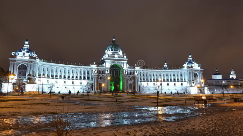 Palácio dos fazendeiros em Kazan O parque do Kremlin e do milênio de Kazan imagem de stock royalty free