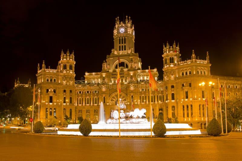 Palácio e fonte de Cibeles na noite fotos de stock royalty free