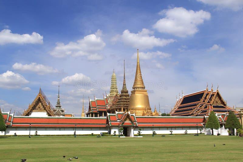 Palácio e Wat Phra Kaeo - Banguecoque grandes fabulosos, Tailândia imagens de stock royalty free