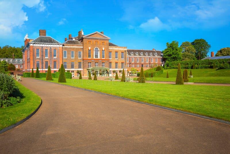 Palácio em jardins de Kensington, Londres de Kensington, Reino Unido fotos de stock royalty free