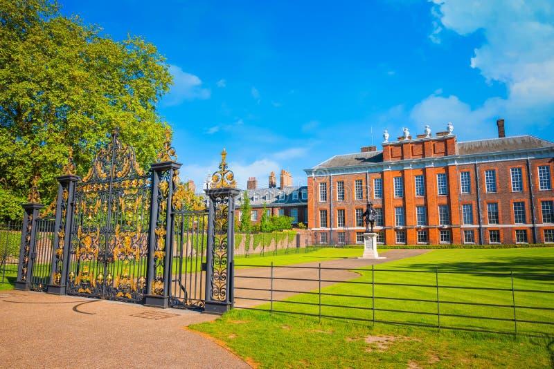 Palácio em jardins de Kensington, Londres de Kensington, Reino Unido imagens de stock royalty free