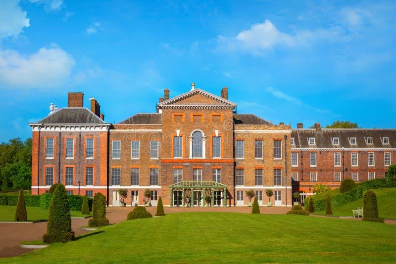 Palácio em jardins de Kensington, Londres de Kensington, Reino Unido imagens de stock