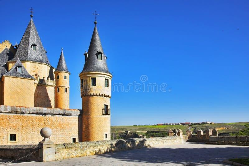 Palácio em Segovia e em campos rurais fotografia de stock royalty free