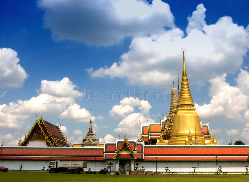 Palácio grande fabuloso e Wat Phra Kaeo - Banguecoque, Tailândia 3 imagem de stock royalty free
