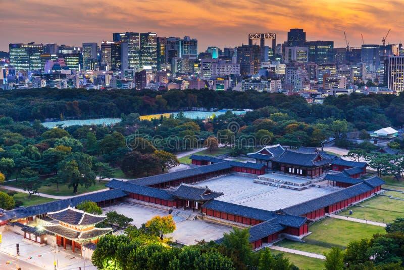 Palácio grande histórico na cidade de Seoul fotografia de stock royalty free