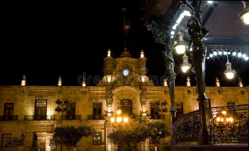 Palácio Guadalajara México do governo na noite imagem de stock royalty free