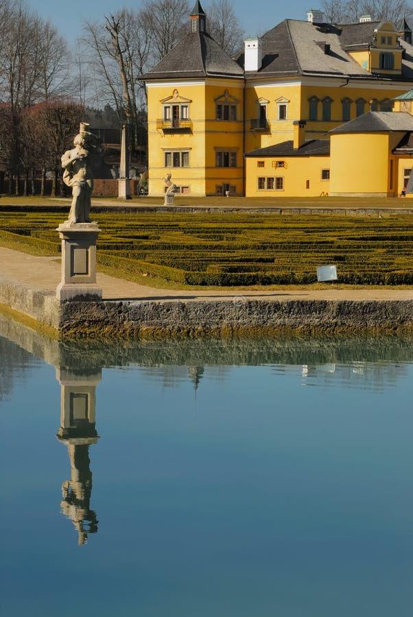 Palácio Hellbrunn com lagoa no.1 fotos de stock royalty free