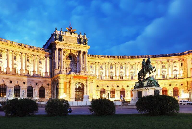 Palácio imperial de Viena Hofburg na noite, - Áustria fotos de stock