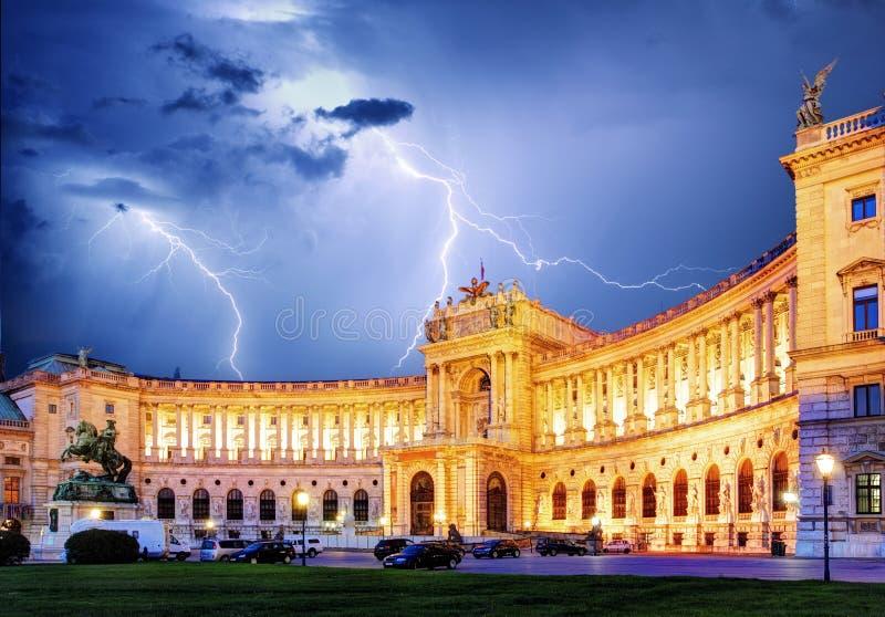 Palácio imperial de Viena Hofburg na noite, - Áustria imagens de stock royalty free