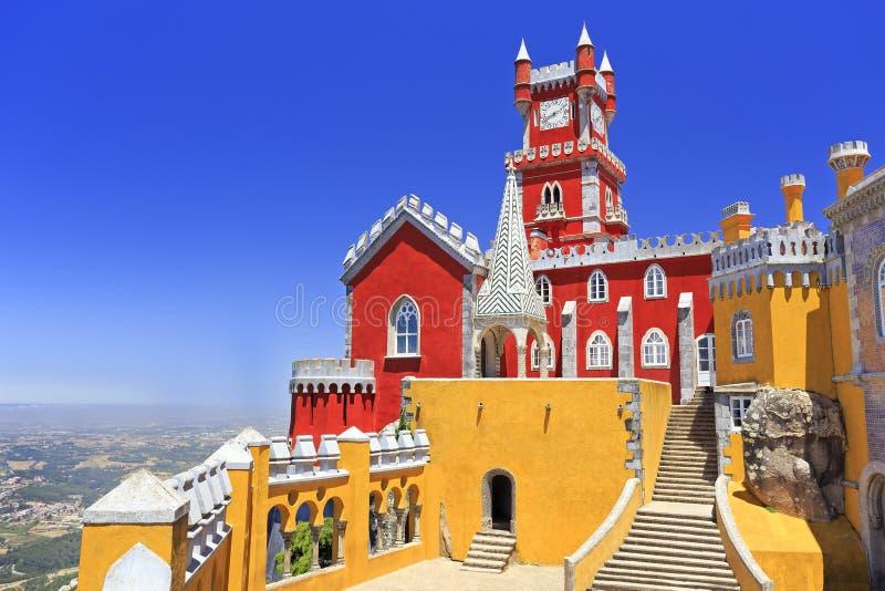 Palácio nacional de Pena acima da cidade de Sintra foto de stock royalty free