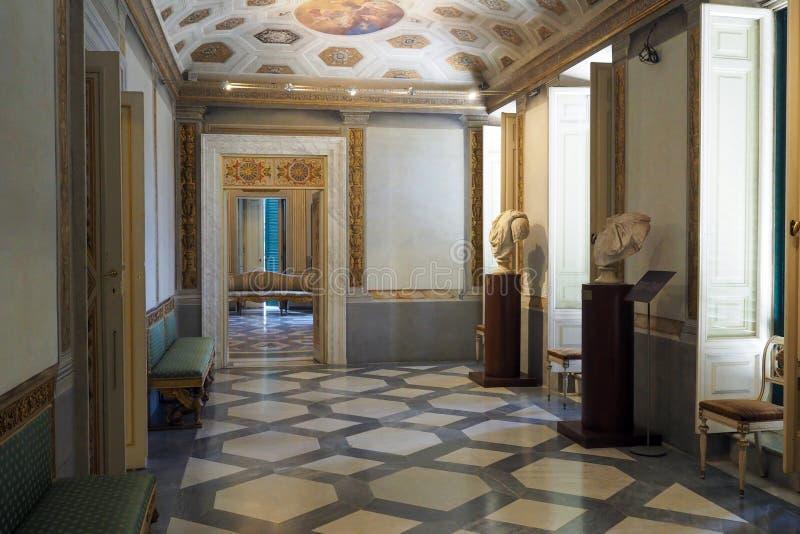 Palácio neoclássico da casa de campo Torlonia em Roma, Itália fotos de stock royalty free