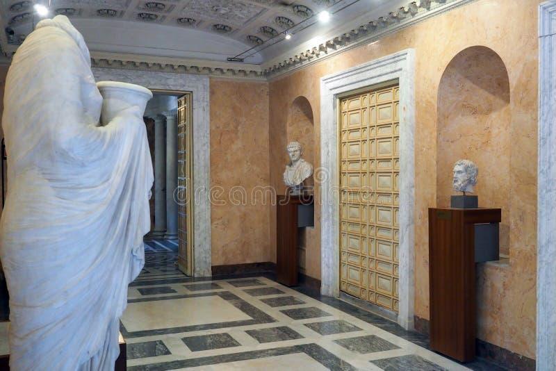 Palácio neoclássico da casa de campo Torlonia em Roma, Itália imagens de stock royalty free