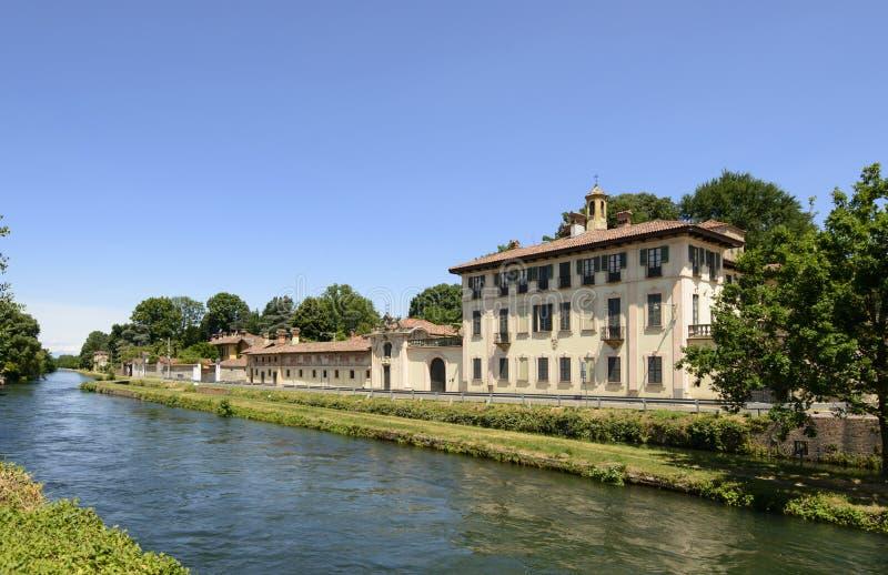 Palácio no canal, Cassinetta di Lugagnano imagem de stock royalty free