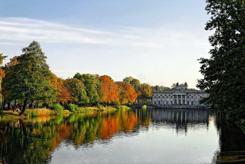 Palácio real em Lazienki imagens de stock