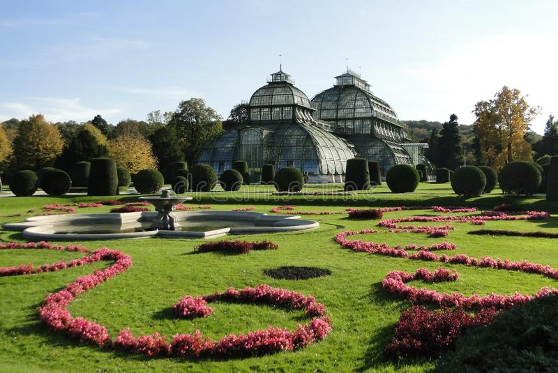 Palácio Schonbrunn da casa de palma foto de stock