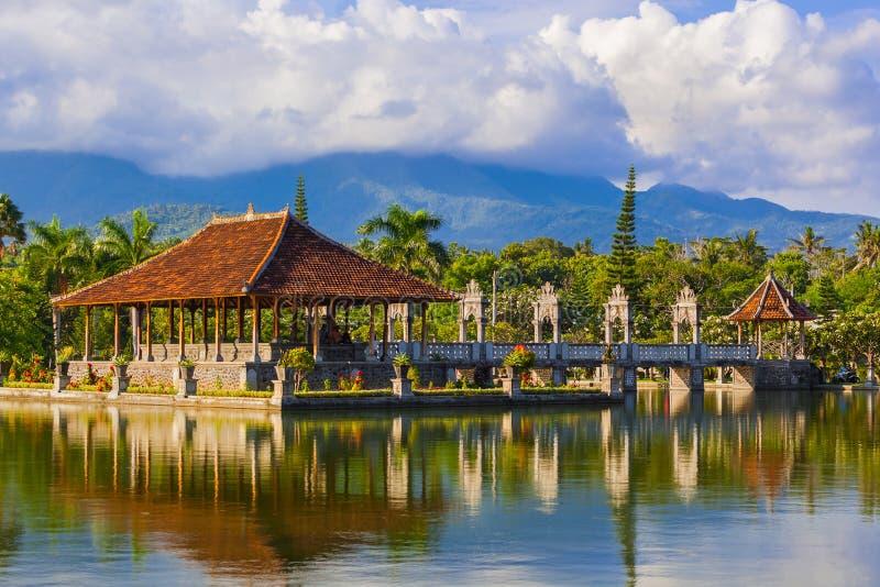 Palácio Taman Ujung da água na ilha Indonésia de Bali fotografia de stock royalty free
