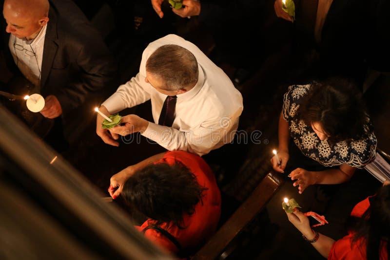 Palästinensische Christen an der Kirche St. Porphyrius in Gaza stockbild