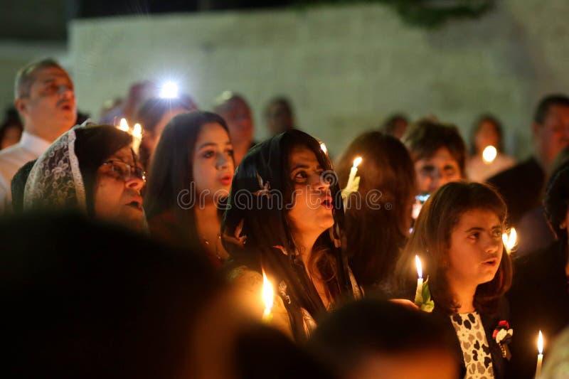 Palästinensische Christen an der Kirche St. Porphyrius in Gaza lizenzfreies stockbild