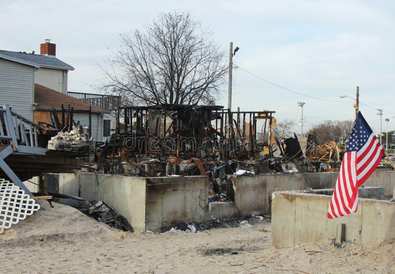 Palący domy w następstwie Huraganowy Sandy w Wietrznym punkcie, NY fotografia stock