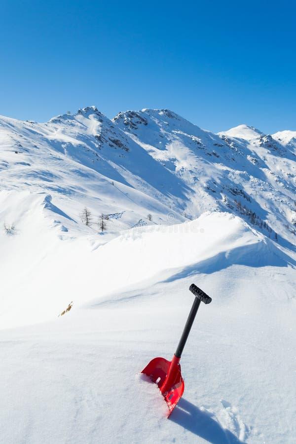 Pala de la avalancha en la nieve foto de archivo libre de regalías