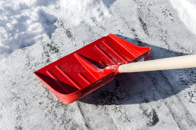 Pala de la nieve del claro imagen de archivo