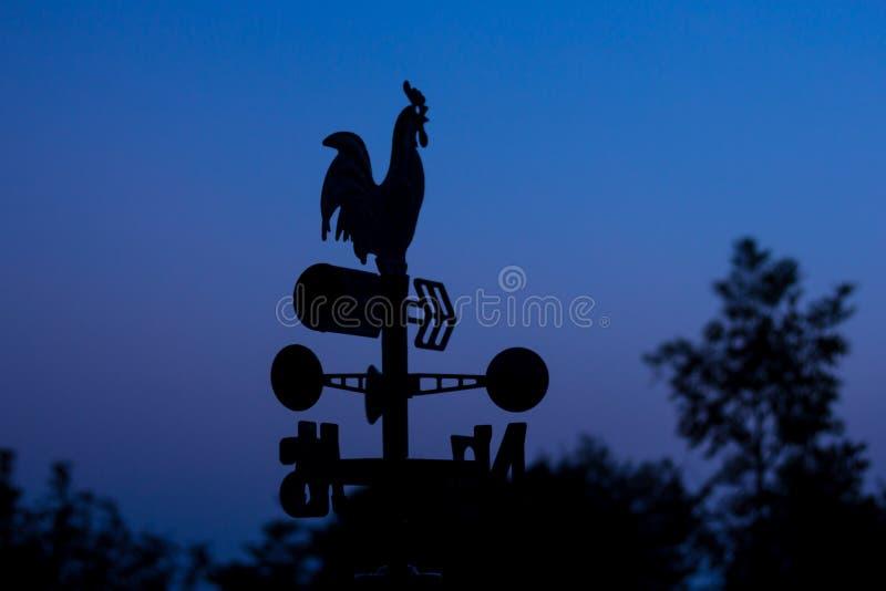 Pala del wheather della siluetta all'alba fotografia stock