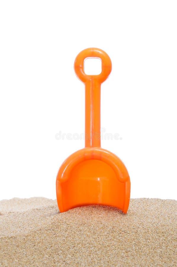 Pala della spiaggia nella sabbia immagini stock