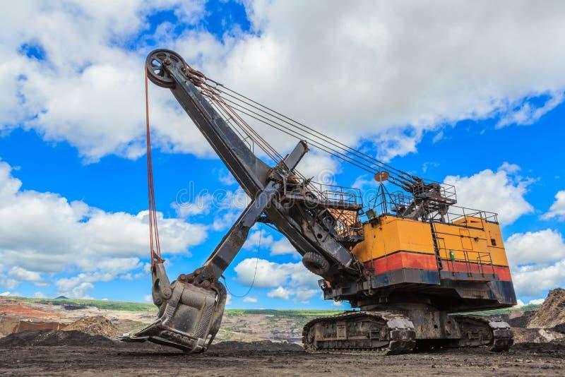 Pala elettrica nell'estrazione mineraria della lignite fotografie stock libere da diritti