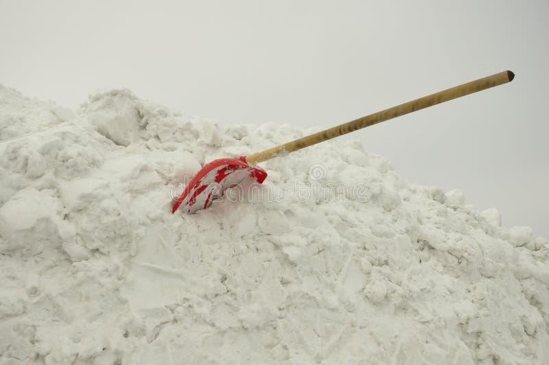 Pala en la nieve imágenes de archivo libres de regalías