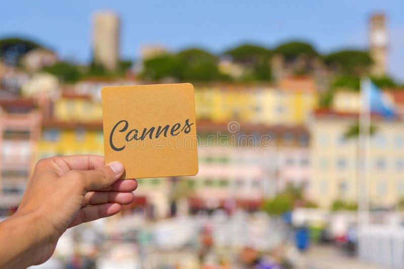 Palabra Cannes en el puerto de Vieux en Cannes, Francia fotografía de archivo libre de regalías
