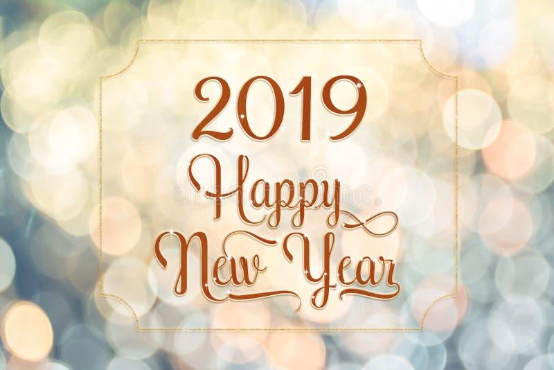 Palabra chispeante roja del brillo de la Feliz Año Nuevo 2018 con el marco de oro foto de archivo libre de regalías