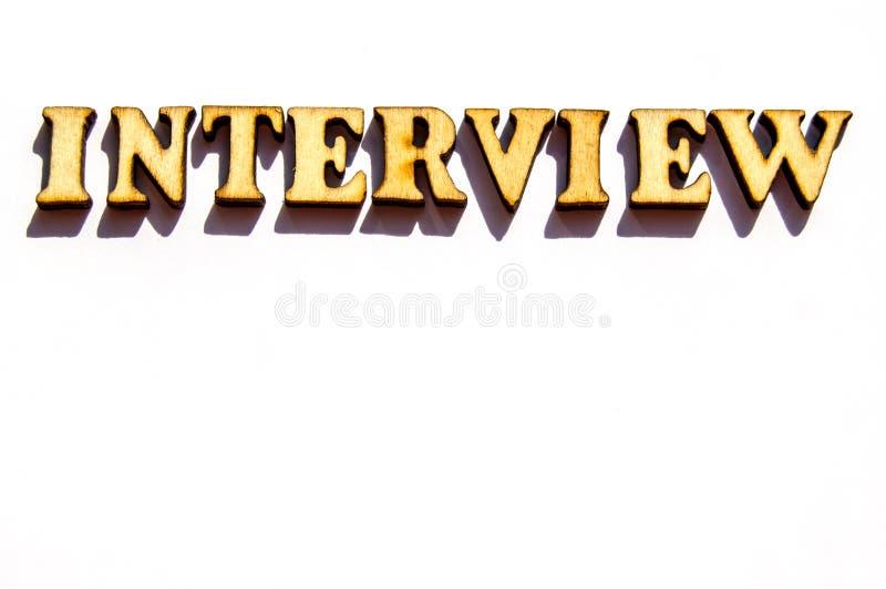 Palabra de la entrevista-uno de las letras de madera del vintage para representar el significado de la palabra financiera como co imágenes de archivo libres de regalías