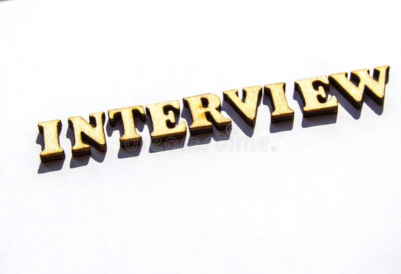 Palabra de la entrevista-uno de las letras de madera del vintage para representar el significado de la palabra financiera como co foto de archivo libre de regalías