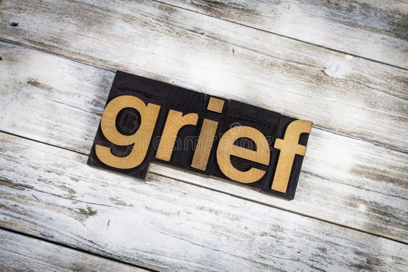Palabra de la prensa de copiar de la pena en fondo de madera fotos de archivo libres de regalías