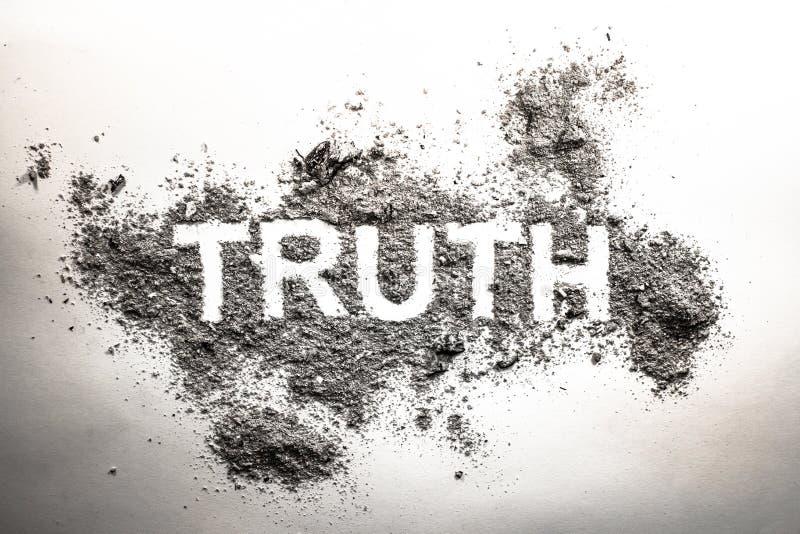 Palabra de la verdad escrita en ceniza, polvo, suciedad o inmundicia como concentrado cínico imagen de archivo