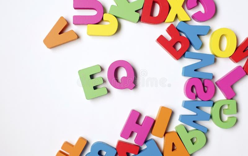 Palabra de madera colorida aislada 'EQ 'o cociente emocional foto de archivo libre de regalías