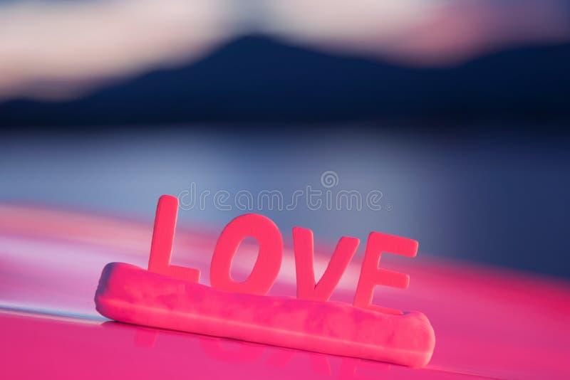 Palabra del amor hecha en la tabla para el día de San Valentín imagen de archivo libre de regalías
