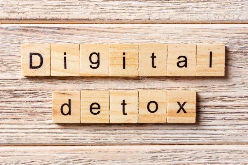 Palabra del Detox de Digitaces escrita en el bloque de madera Texto en la tabla, concepto del Detox de Digitaces imagenes de archivo