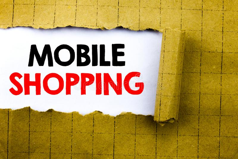 Palabra, escribiendo compras móviles El concepto del negocio para la orden en línea del teléfono móvil escrita en el Libro Blanco fotografía de archivo libre de regalías
